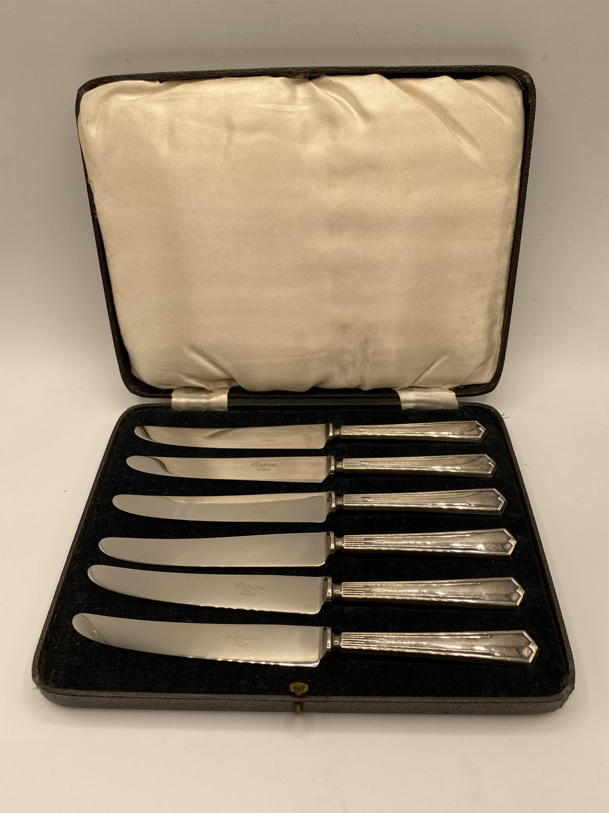 G3 - A Boxed Set of 6 Silver Handled Tea Knives, Art Deco, Birmingham 1938.  £84