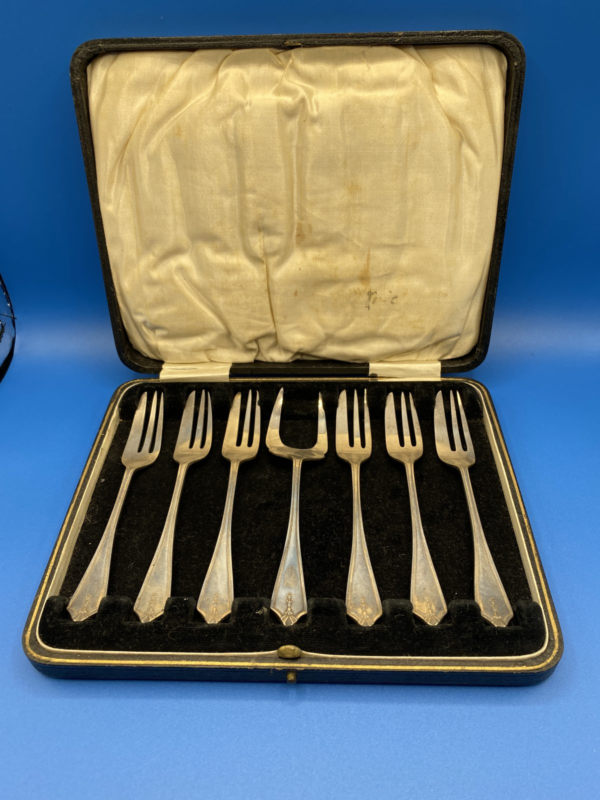 G3 - A Boxed Set of 6 Silver Plated Pastry Forks and Server.  £46